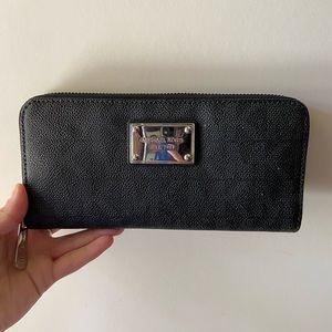 Authentic Michael kors zip wallet
